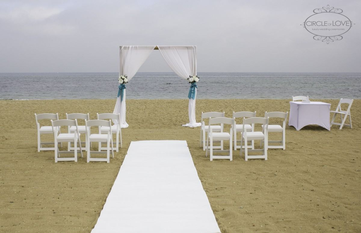 Photo of a wedding ceremony set up at Mordialloc Beach