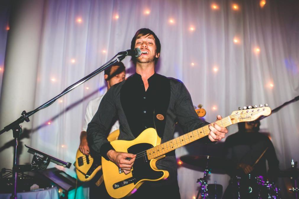Wedding Singer Melbourne.jpg (1280×853) 2021 02 03 21 45 50