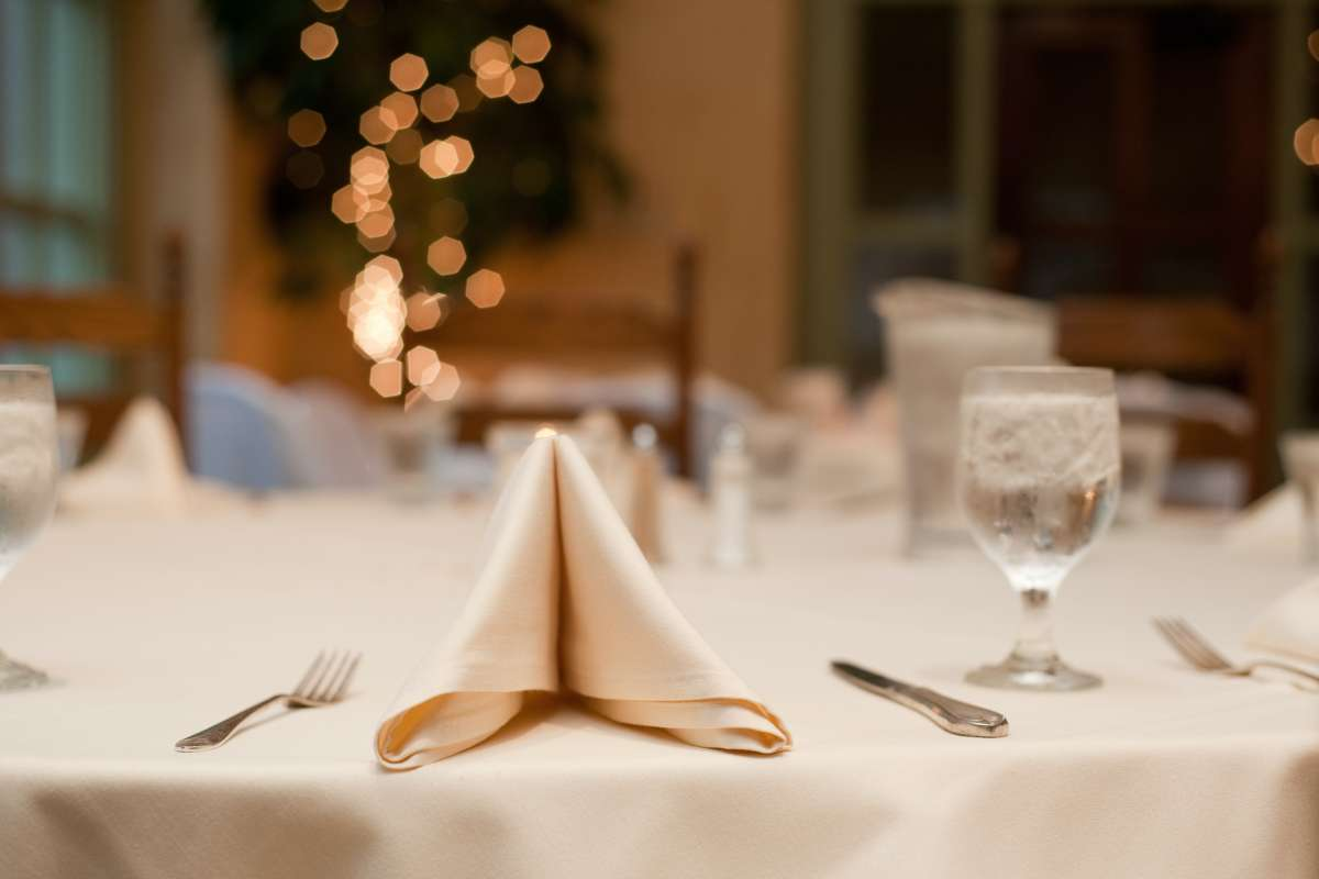 How To Choose A Banquet Hall For Your Wedding3