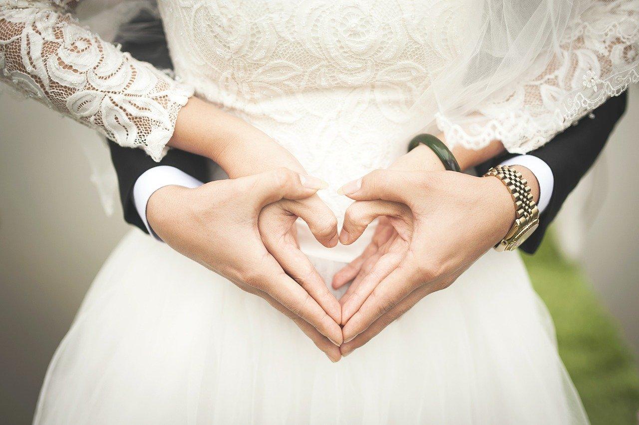 wedding ring heart shaped